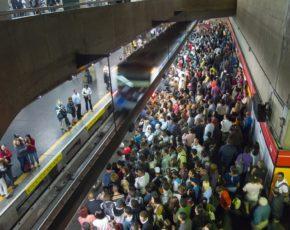 Metro de São Paulo lotado