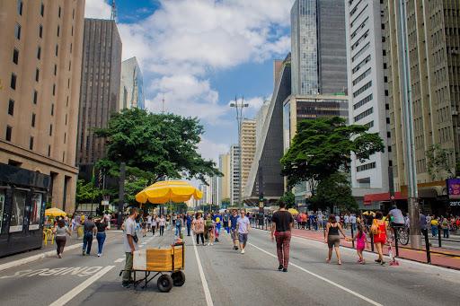 Vendedores ambulantes na Avenida Paulista em São Paulo
