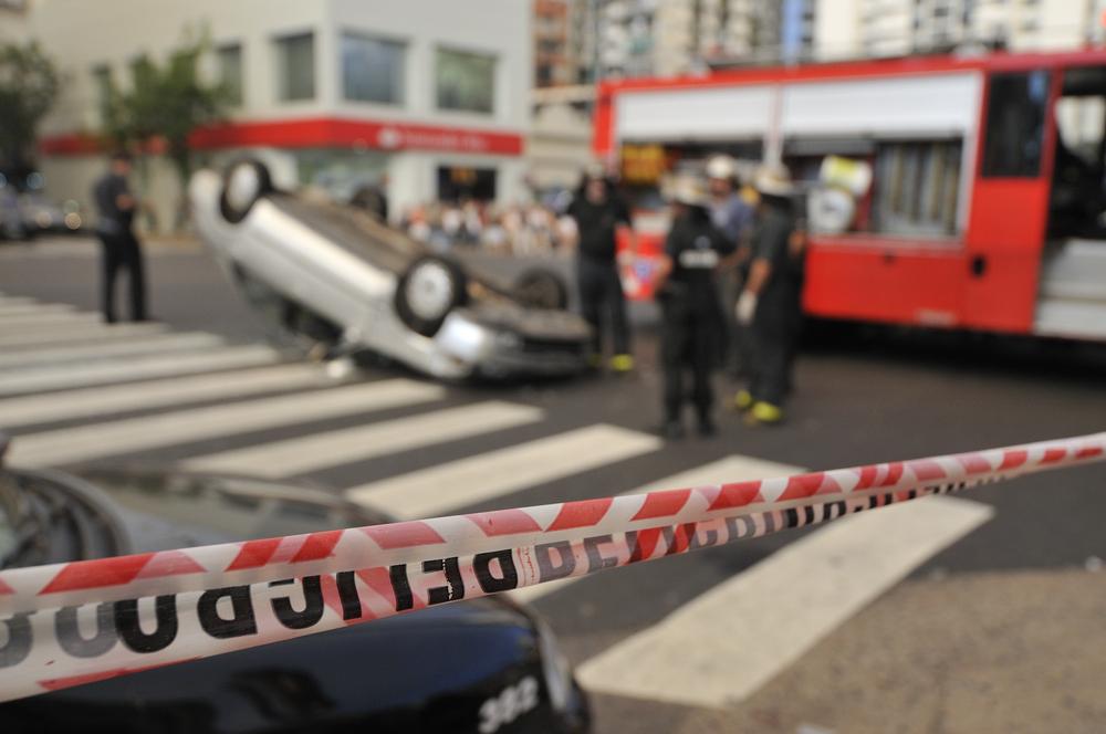 Custos com acidentes de trânsito vão além de internações hospitalares e mortes, pois causam prejuízo também por interrupção de trabalho. (Fonte: Shutterstock)