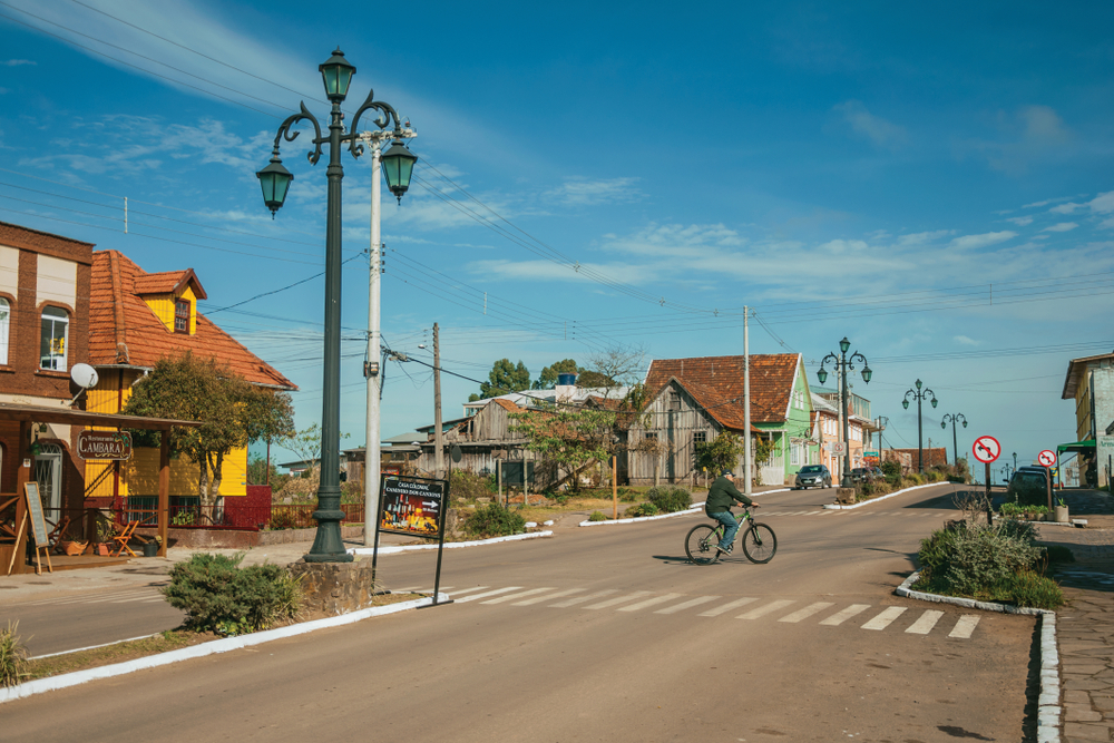 Bicicletas representam alternativa a problemas comuns de grandes centros urbanos, indica levantamento. (Fonte: Shutterstock)