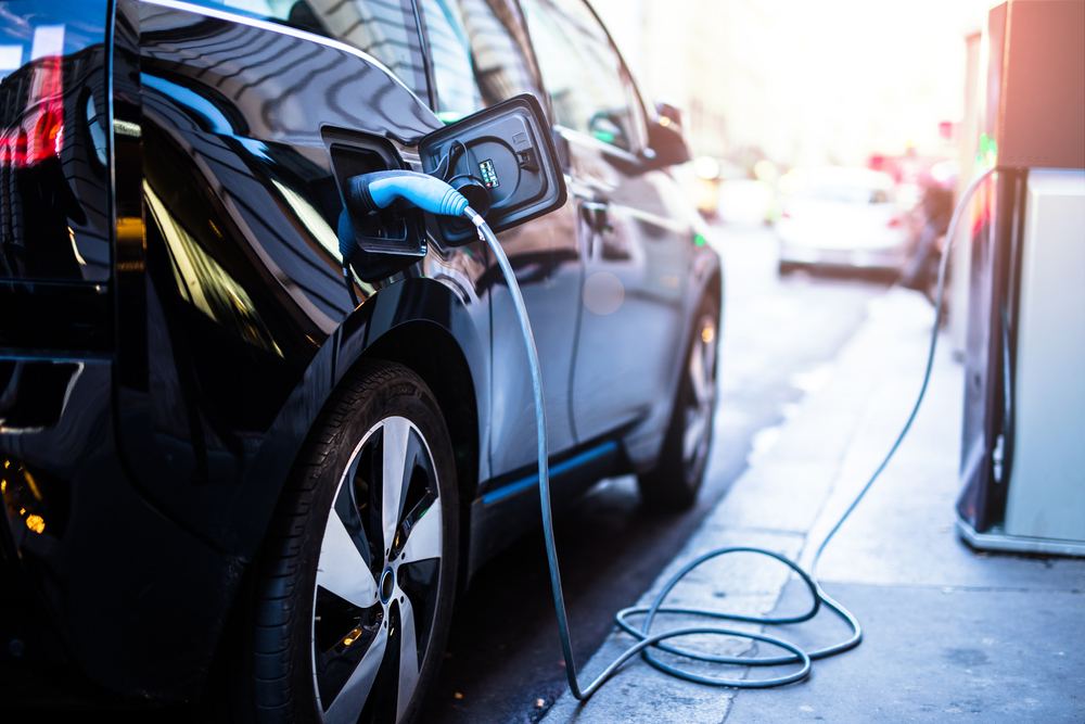 Itaú anuncia VEC, serviço de compartilhamento de veículos elétricos. (Fonte: Shutterstock)