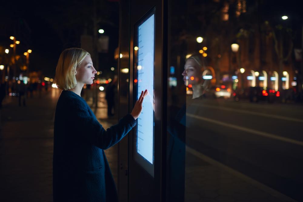 Uma cidade não pode ser considerada inteligente se o acesso à tecnologia não existir para todos. (Fonte: Shutterstock)