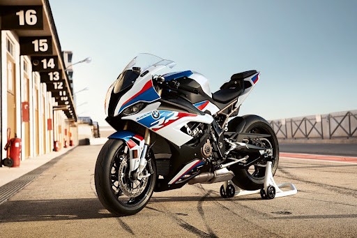 Além de carros rápidos, a alemã BMW fabrica algumas das motos mais rápidas do mundo, como a 1000RR. (Fonte: BMW Motorrad/Divulgação)