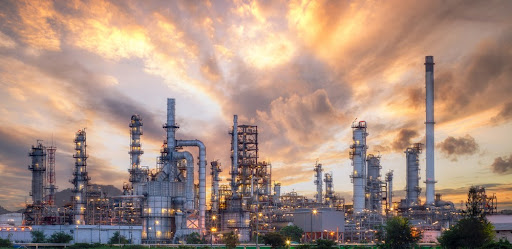 O preço da refinaria é responsável por apenas 29% do valor final da gasolina. (Fonte: jutawat Rawichot/Shutterstock/Reprodução)