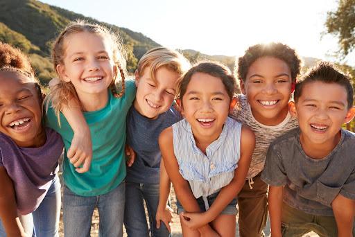Uma cidade amigável para crianças pode garantir o acesso a oportunidades para todos os cidadãos. (Fonte: Shutterstock/Monkey Business Images/Reprodução)