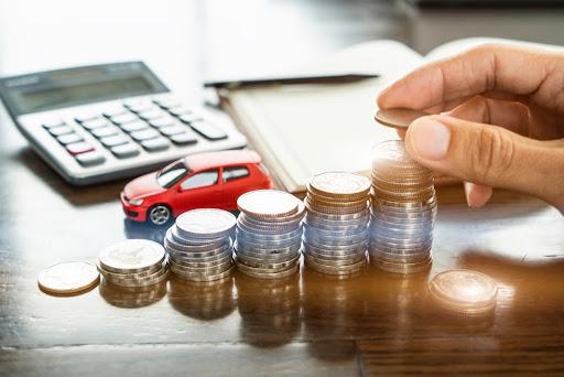 Alíquota de IPVA varia conforme cada estado, tipo de veículo, motor e combustível utilizado. (Fonte: Shutterstock/Jack Bkk/Reprodução)